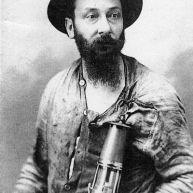 Jules Mousseron portrait en casque et lampe de mineur